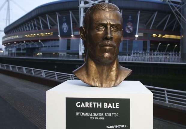 Bale statue